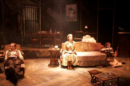 the influence of a parent in the glass menagerie by tennessee williams The glass menagerie has 97,165 ratings and 1,989 reviews brina said: over the course of the last month i have read the classic plays of tennessee willia.